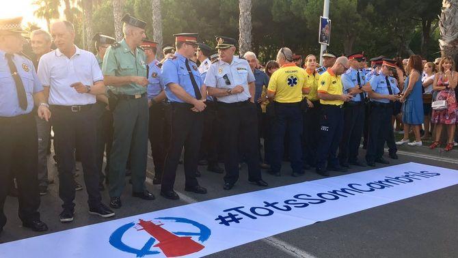 Cambrils homenatja les víctimes abans de la gran manifestació #NoTincPor