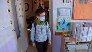 Mascareta a l'aula a partir de 10 anys i permís per als pares amb fill en quarantena