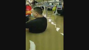 Dotze persones mortes a la Xina en quedar atrapades en una línia de metro de Zhengzhou negada d'aigua