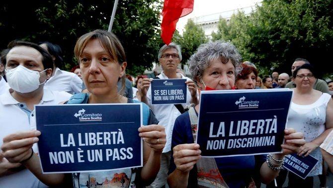 Protesta contra el certificat Covid a Milà, la setmana passada