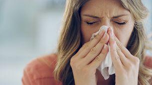 La grip és una infecció vírica respiratòria que es transmet de manera oral en tossir o esternudar