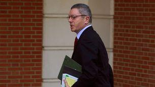 Ruiz-Gallardón arribant a la primera reunió del Consell de Ministres, el desembre del 2011. (Foto: Reuters)