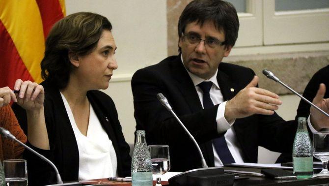 Ada Colau i Carles Puigdemont, en una foto d'arxiu (ACN)