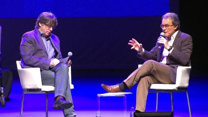 Diàleg entre Puigdemont i Mas