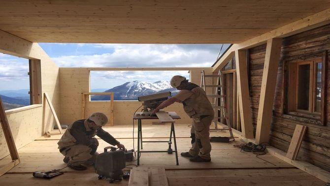 Ampliació al refugi de Colomina amb panells prefabricats de fusta