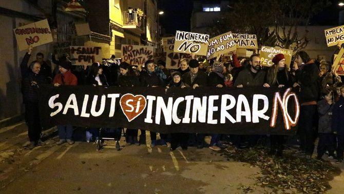 Unes 200 persones participen a la primera manifestació a Juneda contra el projecte de Nova Tracjusa