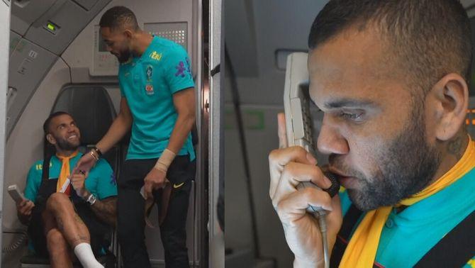 El xou de Dani Alves en el vol de la sub-21 brasilera