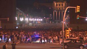 43 ferits, 13 per arma blanca, i 20 detinguts en el macrobotelló a la plaça Espanya