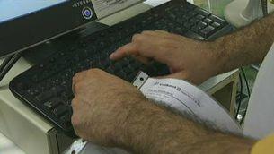 Les farmàcies catalanes ja apliquen el copagament segons la renda