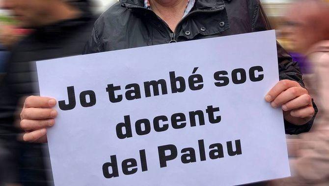 """En una carta oberta que ha penjat a Facebook, el germà d'una professora de l'IES El Palau denuncia el """"linxament públic"""""""