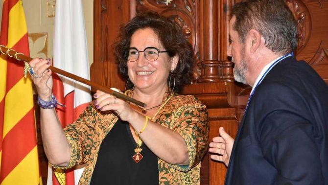 Pla curt de l'alcaldessa de Sitges, Aurora Carbonell, en el moment de rebre la vara al ple del 15 de juny del 2019 (horitzontal)