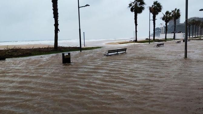 El passeig marítim de Sant Antoni de Calonge, inundat (Osckaret)