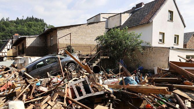 Una zona residencial destrossada per les pluges a Dernau (Reuters/Wolfgang Rattay)