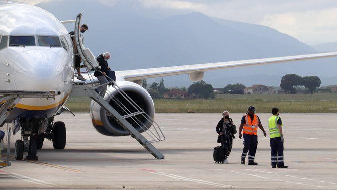 Connectar amb AVE els aeroports de Girona i Reus amb el Prat és una bona solució?