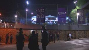 Un intent d'atropellament, cinc detinguts i tres mossos ferits en una festa a Vacarisses