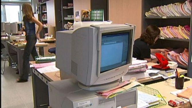 Acord per retornar als funcionaris el 75% de la paga extra del 2012 pendent
