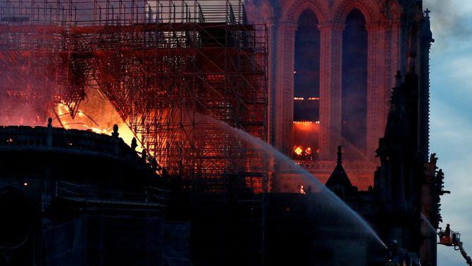 Devastador incendi a la catedral Notre-Dame de París