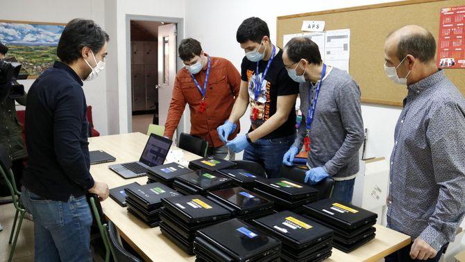 Alumnes sense connexió reben els primers ordinadors 10 dies abans de la represa de les classes, el curs 2019-20