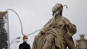 Una acció de Greenpeace a la Cibeles de Madrid acaba amb deu activistes detinguts