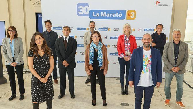 D'esquerra a dreta i de davant a darrere: Sandra Cano, Eloi Vila, Núria Llorach, Dra. Fina Castro, Lluís Bernabé, Núria Fargas, Àlex Marquina, …