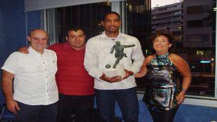 Cléber Santana va recollir el trofeu als estudis de Catalunya Ràdio