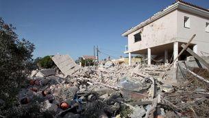 La casa d'Alcanar després de la primera explosió, amb les bombones de butà ben visibles (EFE)