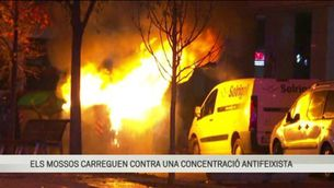 Càrregues dels Mossos contra una concentració antifeixista a Terrassa