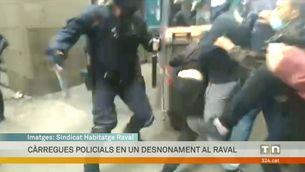 Càrregues policials en un nou desnonament al Raval