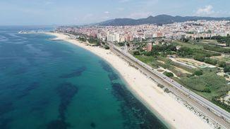 Imatge de:Mataró controla amb càmeres l'aforament a les platges