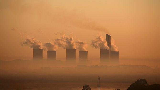 Vapor sortint d'una central que funciona amb carbó a Sud-Àfrica (Reuters/Siphiwe Sibeko)