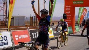 Ramona Gabriel fa el senyal de victòria
