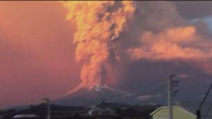 Xile decreta l'estat d'excepció per l'erupció sobtada del volcà Calbuco