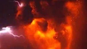 Raig al volcà de Calbuco (Guille Animus)