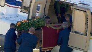Introdueixen el fèretre de Franco a l'helicòpter amb petites complicacions