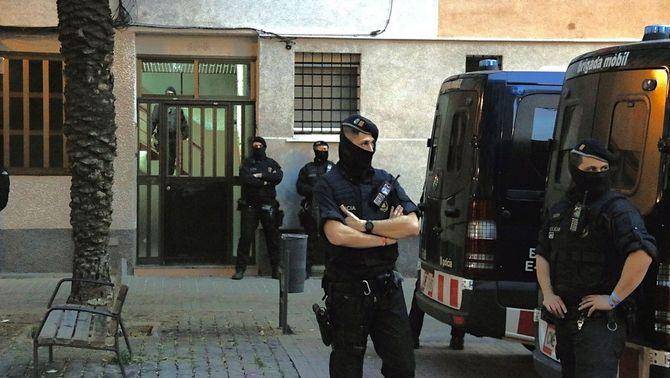 40 detinguts en la macrooperació contra el tràfic d'armes i drogues a Badalona