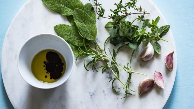Espècies i herbes que no poden faltar a la teva cuina