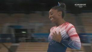 Simone Biles torna a somriure amb una medalla de bronze en barra d'equilibris