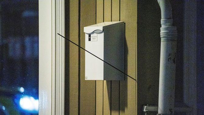 Una de les fletxes disparades, clavada en una paret de Kongsberg