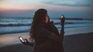La nomofòbia és la por irracional de no tenir cobertura, a quedar-nos sense bateria o a deixar-nos el mòbil a casa