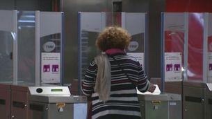 Troben al metro una cartera amb 7.600 euros i la torna