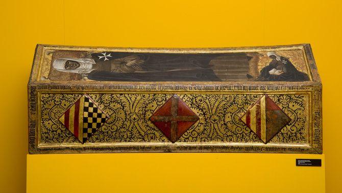 Caixa sepulcral d'Isabel d'Aragó (c. 1434), monja del monestir, abans exposada al Museu de Lleida i ara a Sixena