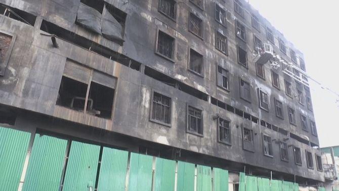 L'edifici, de sis plantes d'altura, ha quedat completament calcinat