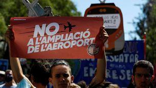 """De """"Stop especulació"""" a """"més Rodalies"""": les veus contra l'ampliació del Prat, en imatges"""