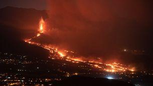 La lava entrant al barri de La Laguna, del municipi de Los Llanos de Aridane
