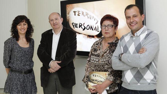 """La directora i tres dels protagonistes de """"Terreny personal""""."""