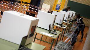 Urnes en una escola per a la consulta del 9-N (Reuters)