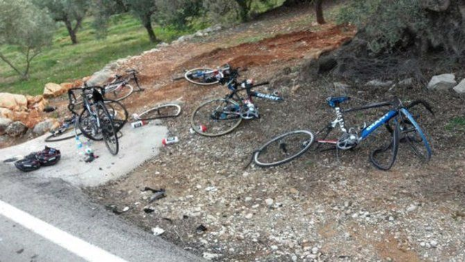 Sis ciclistes de l'equip Giant, atropellats per un cotxe que conduïa en direcció contrària