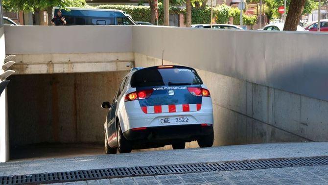 Arribada als jutjats de Vilanova i la Geltrú de la dona detinguda per la mort d'un agent de la Guàrdia Urbana de Barcelona (ACN)