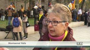 Centenars de persones donen suport al president Torra a fora del tribunal