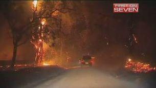 La nit no dóna treva en els incendis d'Austràlia